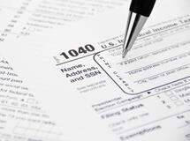 1040 tax form and pen